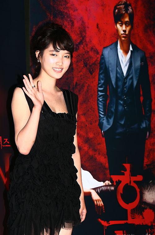 Nao Kanzaki and a few friends: Go Ara: Black drama press