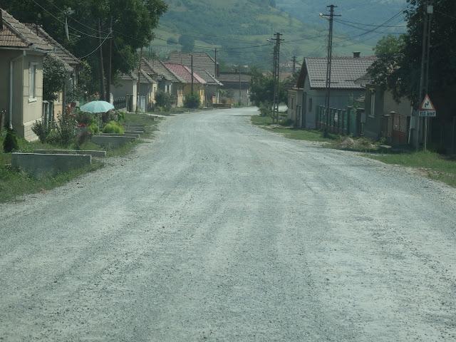 Tak wyglądała część rumuńskich bocznych dróg w 2014