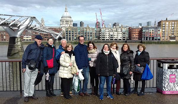 Belén con un grupo de turistas
