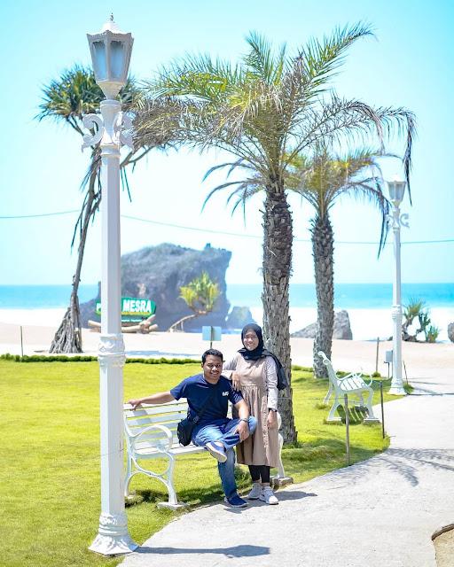 Tempat Selfie Di Pantai Ngrawe