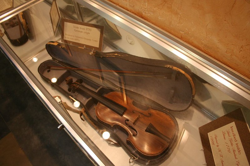 Lost old violin in airlines not at Unclaimed baggage center