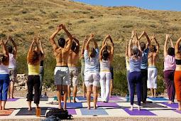 3 Tips Gerakan Yoga Untuk Mengecilkan Paha Dan Betis