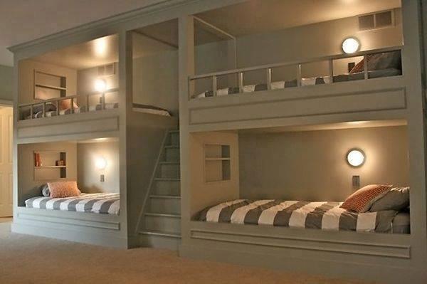 4 lits pour adultes avec escalier
