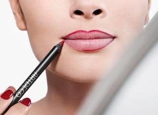 Cara Mamakai Lipstik Berwarna Nude Tanpa Terlihat Pucat