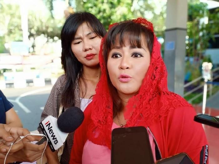 Yang Dikatakan Dewi Tanjung Pasca Pelaku Penyiraman Novel Tertangkap