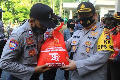 Sembako Bantuan Alumni Akpol 1991 Bhara Daksa Disalurkan di Mataram