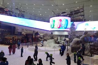 El Emirates Mall o Mall of the Emirates de Dubái. Pista de ski indoor Ski Dubai.