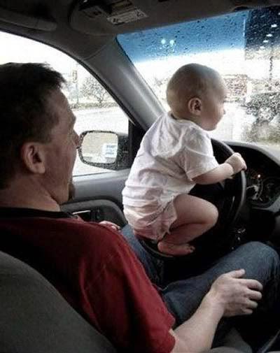 Gambar bayi menyetir mobil online