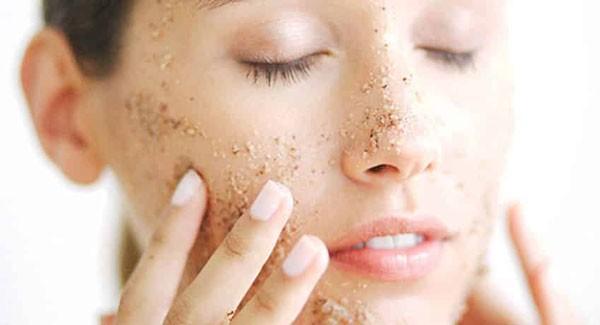 Tẩy da chết là điều không thể thiếu trong phác đồ chăm sóc da.
