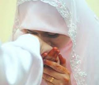 Rela Berhenti Menjadi Wanita Karir Demi Taat Pada Suami Tercinta