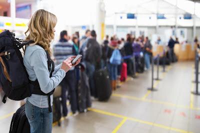 10 Tips Aman Berwisata Menggunakan Bus Untuk Para Traveller - Bawa dan Awasi Barang Berhargamu