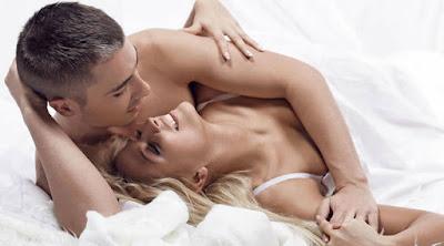 تعرف على أكثر ما يثير المرأة في الفراش  رجل امرأة سرير علاقة حميمة جنسية زوجيه man woman love bed sleeping