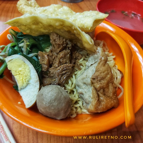 Warung Mie Ayam Jamur Haji Mahmud Favorit Keluarga go digital