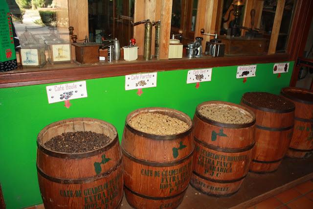 Musée du café en GUadeloupe - Barils de grains de cafés