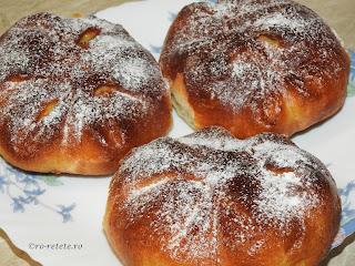 Placinte Poalen-n brau reteta traditionala de casa din Moldova Bucovina si Dobrogea cu branza dulce coapte la cuptor retete culinare de patiserie placinta branzoaice deserturi dulciuri gustari branzoaica,