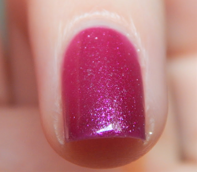 essence like ice in the sunshine nail polish  berries & cream
