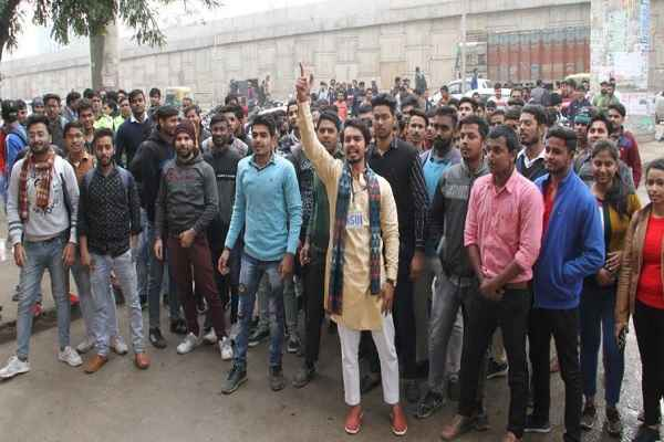 rawal-institute-student-protest-against-ymca-university-19-january