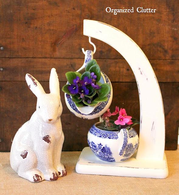 Banana Stand Spring Floral Vignette #thriftshopmakeovers #africanviolets #bluewillow #bananastand #spring #Easter