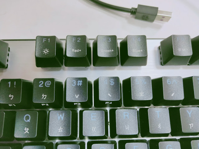 免軟體調光的Cooler Master CK351-SKOL1 RGB電競機械鍵盤(青軸)開箱分享 - 6