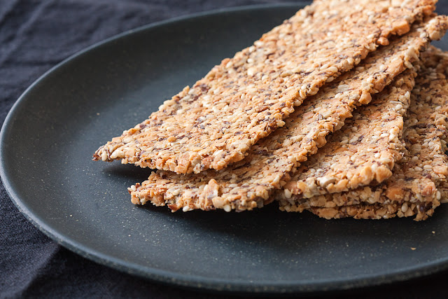 Slani keksi od kikirikija i sjemenki