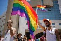Não há evidência científica de que pessoas nasçam homossexuais ou transgênero, diz estudo