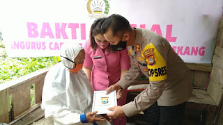 Kapolres Enrekang Berikan Bantuan Bagi Warga Kurang Mampu di Kecamatan Malua