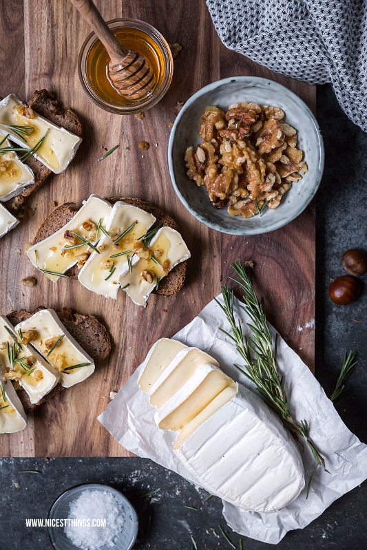 Selbstgebackenes Maronenbrot mit Geramont Camembert, karamellisierten Walnüssen, Honig und Rosmarin