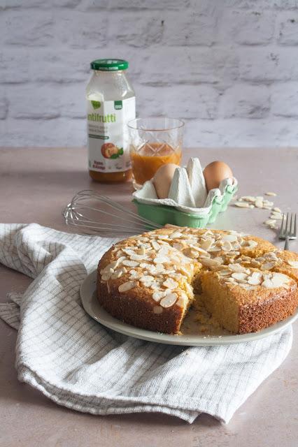 Torta semplice con Tantifrutti albicocca, mela e pesca al basilico Rigoni di Asiago