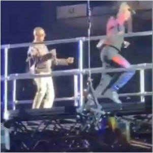 Wizkid brings Naira Marley on stage at StarboyFest London02 Arena
