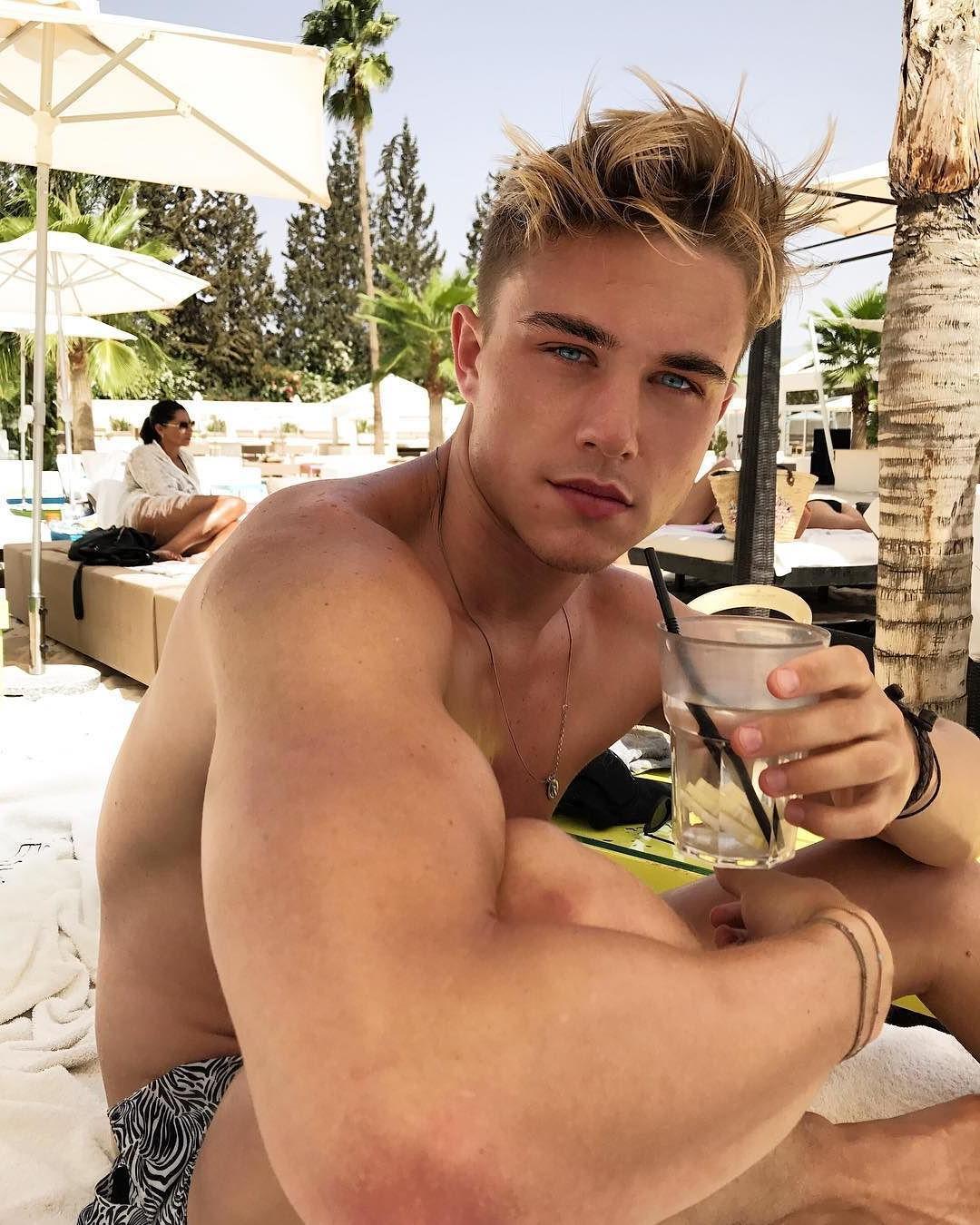 lusty-blond-twinks-sensual-blue-eyes-gay-guys-vacation-cutie