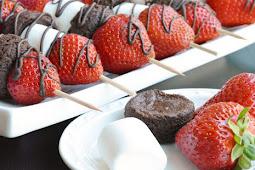 Strawberry Brownie Skewers #desserts #cakerecipe #chocolate #fingerfood #easy