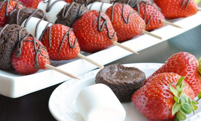 Strawberry Brownie Skewers #desserts #cakerecipe #chocolate #fingerfood #easy