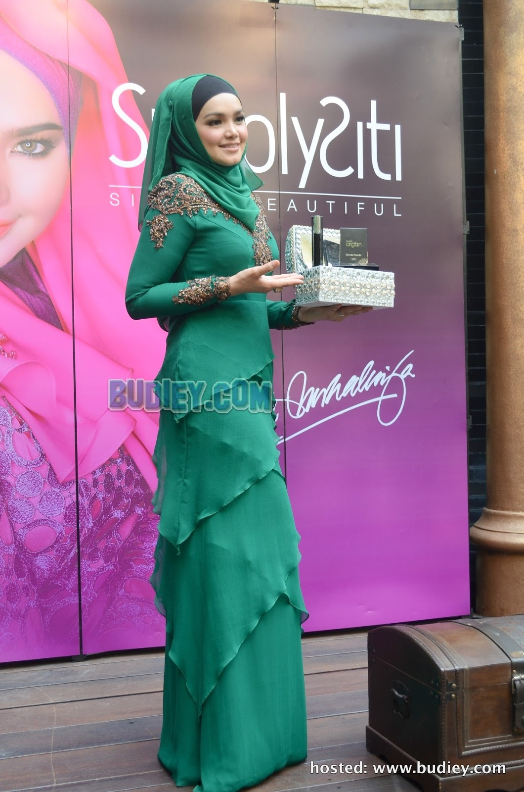 Emerald green penangan siti nurhaliza rider sejati for Siti di design