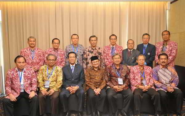 Gambar Sri Sultan Hamengkubuwono X bersama para petinggi negara