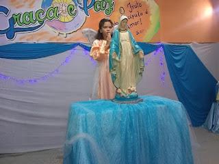 Criança coroando Nossa Senhora das Graças no Discipulado de Jesus Cristo - Canindezinho.
