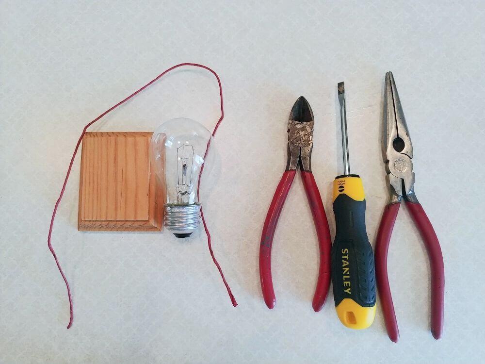 Upcycled Valentine Lightbulb