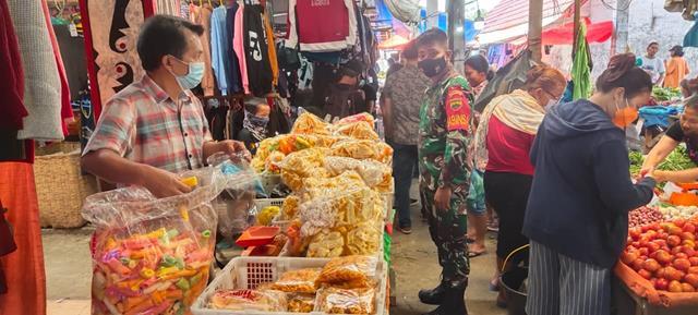 Pemberlakuan Pembatasan Kegiatan Masyarakat Ditempat Keramaian Dilakukan Personel Jajaran Kodim 0207/Simalungun