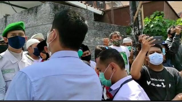 Polisi Kembali ke Petamburan, Laskar FP1 Teriak 'Hayya Alal Jihad'!