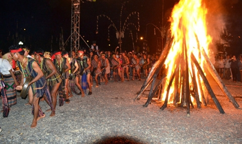 Lễ hội của làng Đắc Mế vẫn lưu giữ được nhiều nét văn hóa.