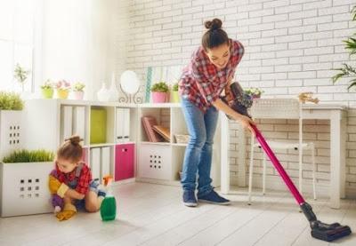 Membersihkan Ruangan dan Mendekor Ulang