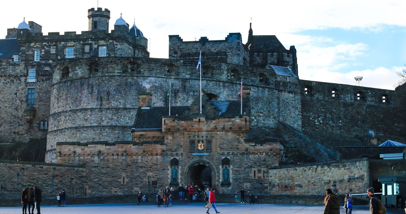 Landscape photo of Edinburgh Castle