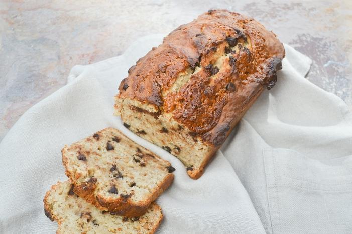 Peanut butter and chocolate chip banana bread - vegan recipe from tinnedtomatoes.com