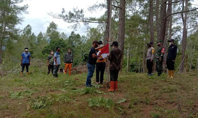 Demi merah putih Anggota Koramil 08/SN dan Peta Aceh Tengah Naik Gunung Jerata