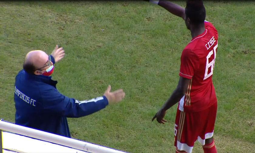 ΟΦΗ - Ολυμπιακός: Ο Θέος παρακαλάει τον Σισέ να βγει, ο Σενεγαλέζος τον αγνοεί και μπαίνει στο ματς!