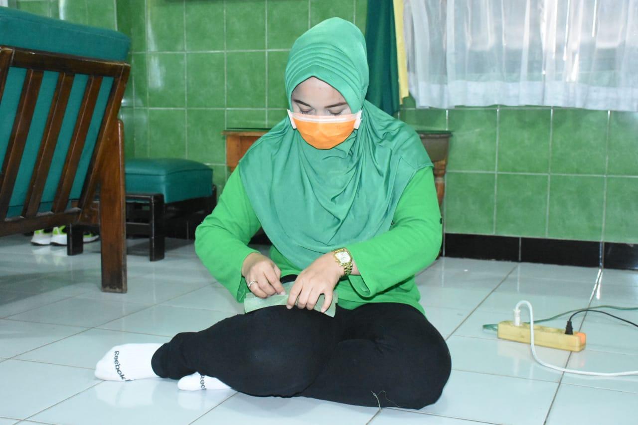 Persit KCK Cabang XVII Dim 0803 Jahit Masker Kain Guna Cegah Penyebaran Covid - 19