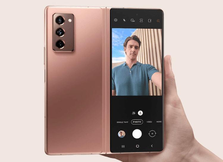 Galaxy Z Fold 2 Selfie