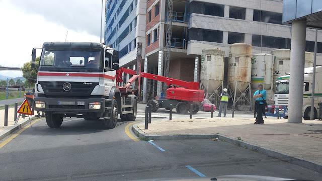 Camión en las obras en la zona de Desierto