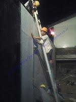 Waterproofing Membrane Tempel (Self Adhesive) adalah lembaran kedap air dari bahan bitumen dengan salah satu sisi memiliki perekat bitumen yang berfungsi sebagai pengikat antara permukaan beton dengan lembaran waterproofing dan melindungi beton dari air