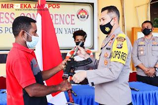 5 Orang KKB Yapen Papua Kembali ke NKRI dan Serahkan 4 Pucuk Senjata Beserta Amunisi