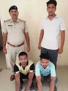 क्राइम ब्रांच 56 के प्रभारी आनंद कुमार ने अवैध रूप से आधार कार्ड बनाने वाले दो आरोपियों को दबोचा
